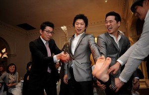 korean wedding tradition beeting grooms feet