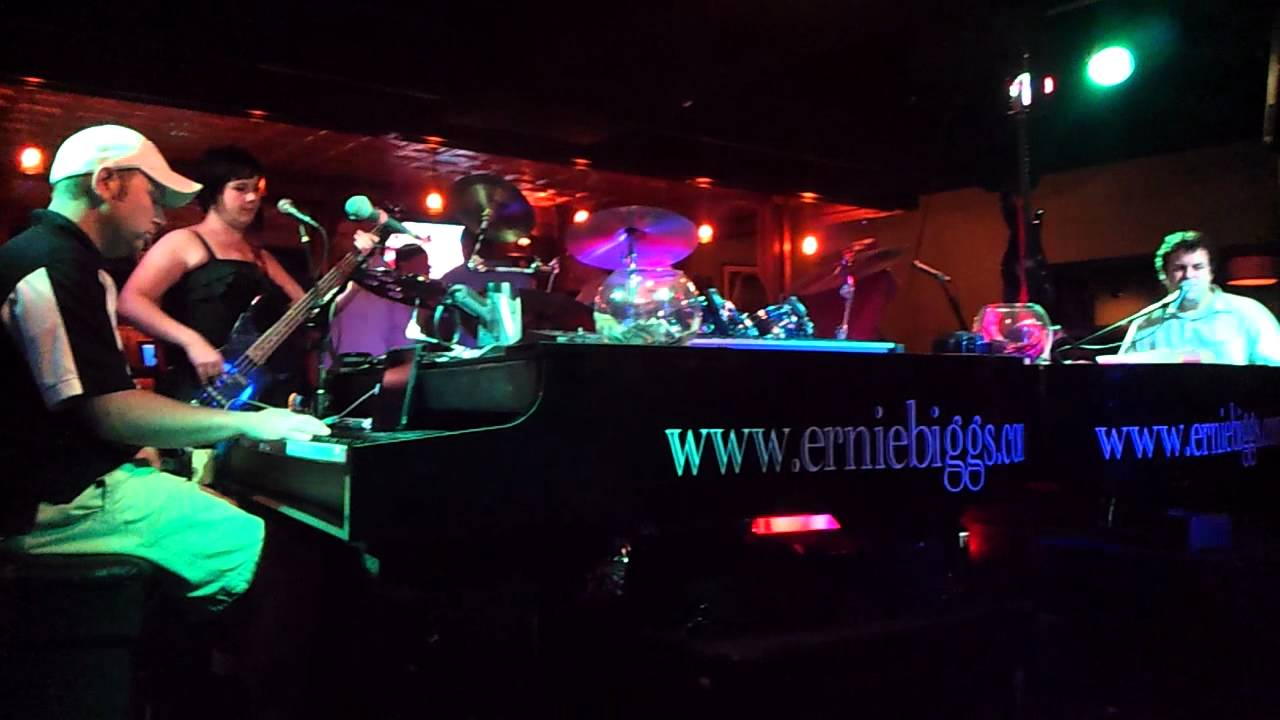 Ernie Biggs Dueling Piano Bar